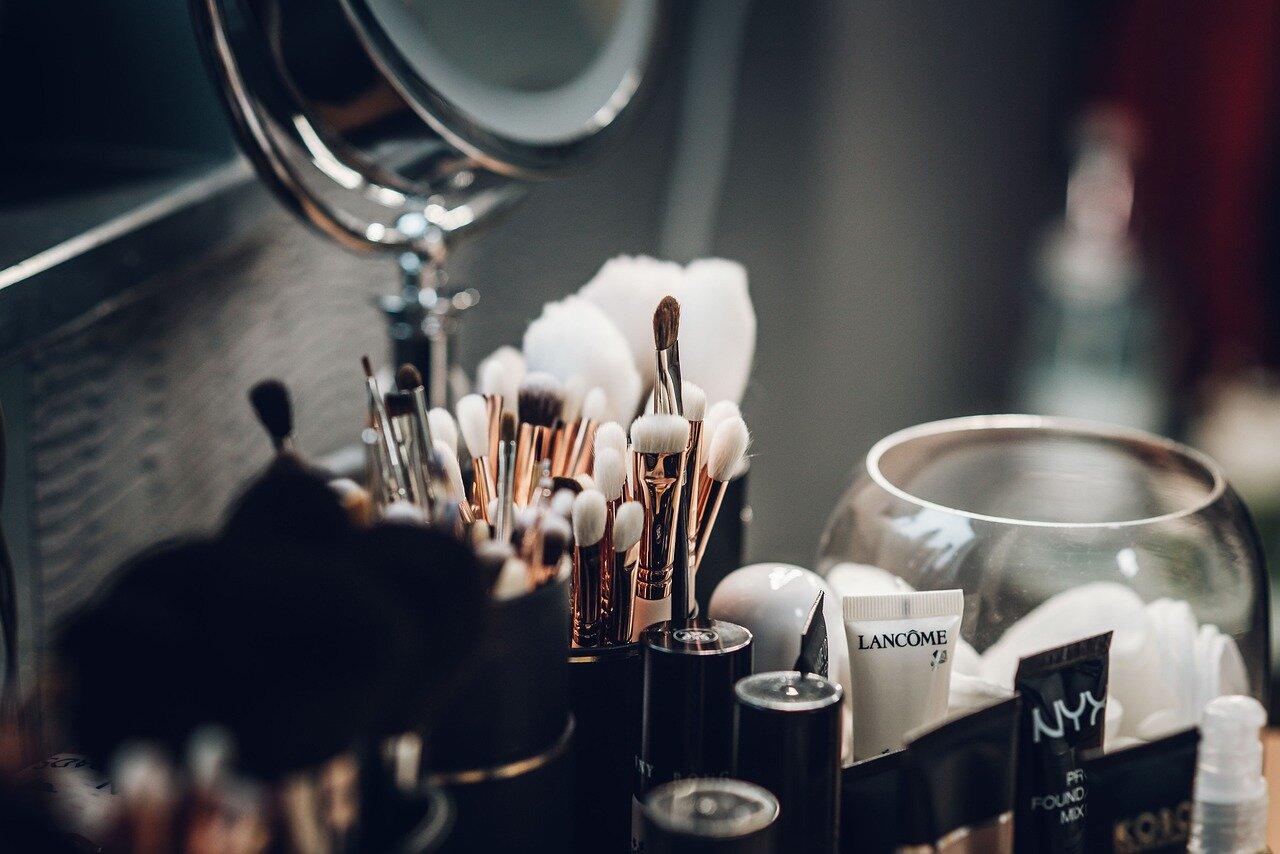 10 akcesoriów kosmetycznych, których zapominasz czyścić