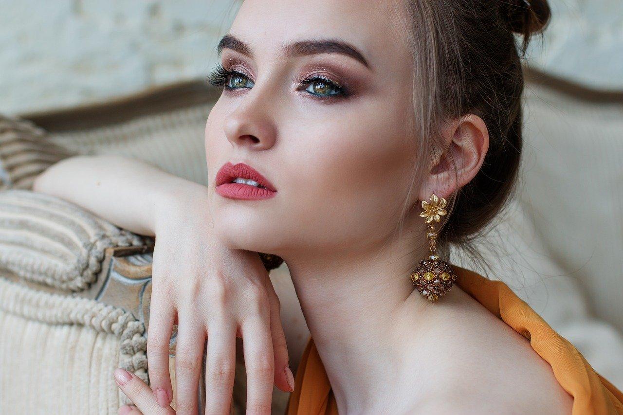 Baza pod makijaż- niepozorny, choć dający duże korzyści kosmetyk