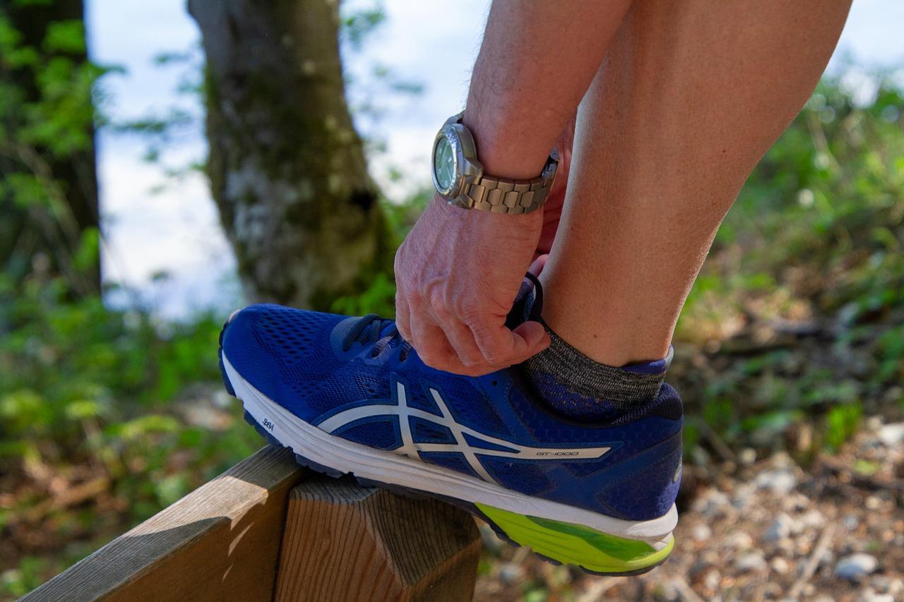 Jak szybko i tanio odnowić sportowe buty?