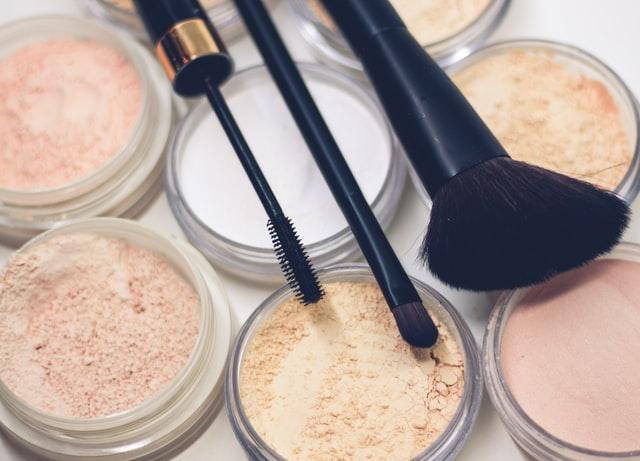 Wrażliwa cera – jakie kosmetyki do makijażu wybrać?