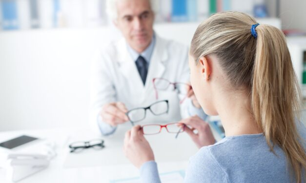 Oprawki okularów a typ urody. Jak je właściwie dopasować?