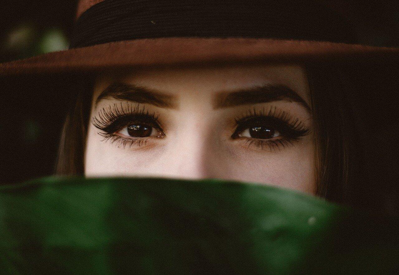 Co warto wiedzieć o hennie brwi?